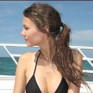 Victoria Justice Bikinic