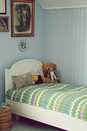 Ralfefarfars paradis: barnerom: heklet sengeteppe