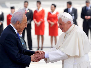 Pope Benedict XVI meeting with Israel President Shimon Peres about for an independent Palestinian homeland hq(hd) wallpaper