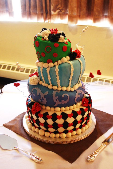 alice in wonderland white wedding cake