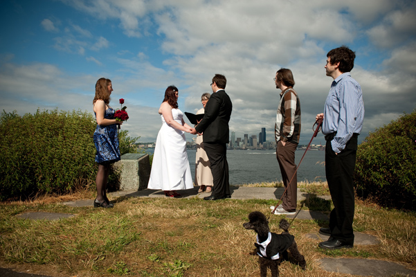 Andrew And Chanele Exchanged Vows At The Scenic Alki Beach It Was A Crystal Clear Day Seattle Skyline Looking Its Best