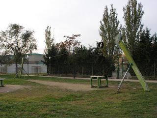 Tirolina parque frente Santa Isabel margen derecharío Gállego Zaragoza