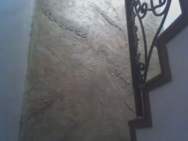 rustico en subida de escaleras