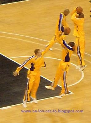 Kobe tirando