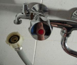 Consumo meno raccordi rapidi per il collegamento dell for Tubo dell acqua calda