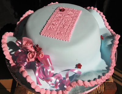 This hat cake was made for a lady who wanted to celebrate her 40th birthday