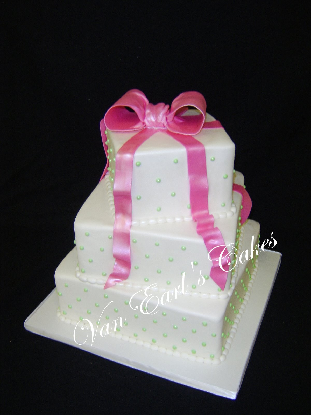 Square Pink Cakes & Becuo