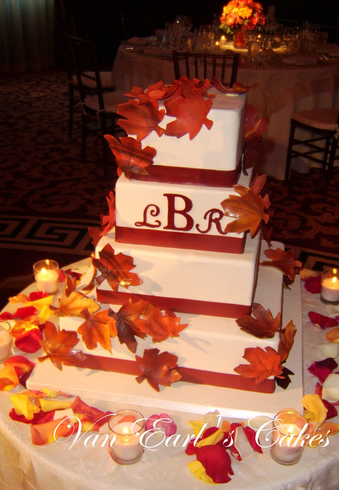 Fall Leaves Wedding Cake & Becuo