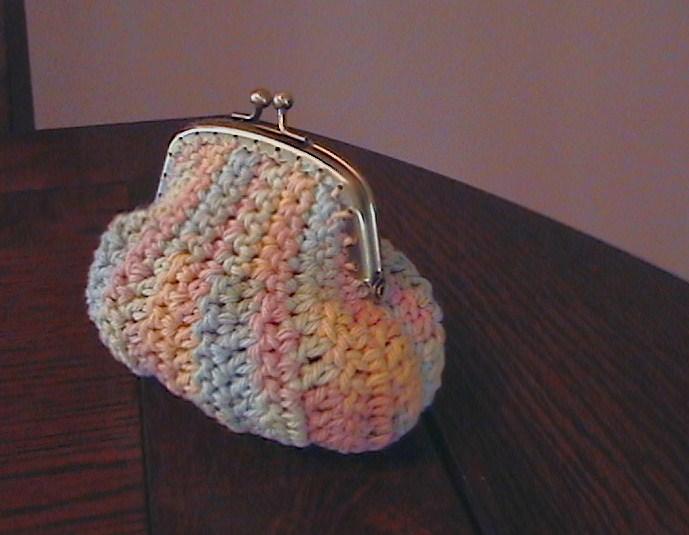 Free Pattern Crochet Coin Purse : CROCHET PATTERN COIN PURSE - Crochet Club
