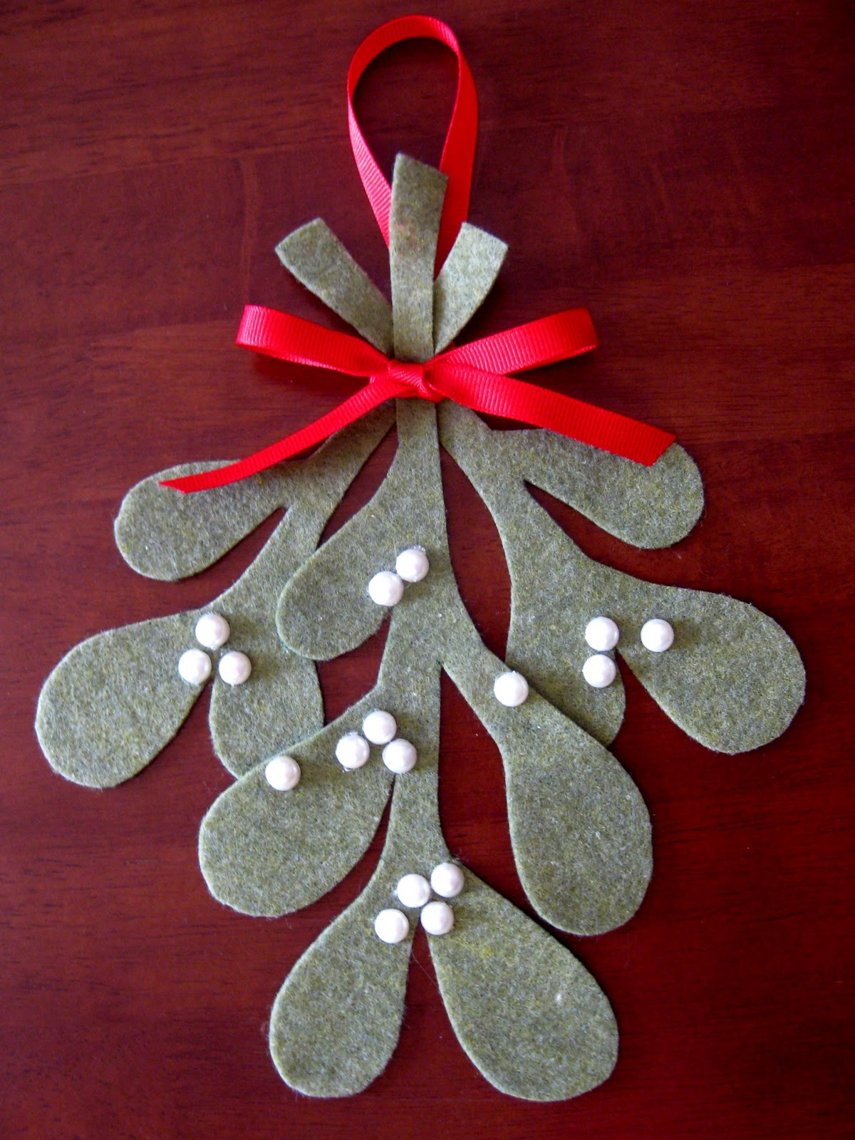 Make your own mistletoe tutorial - How to make felt christmas decorations ...