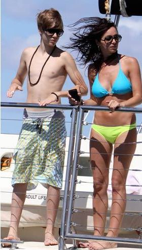 justin bieber pictures 2011 shirtless. SHIRTLESS-Justin-Bieber-Selena