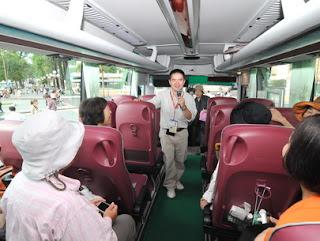 Hướng dẫn viên trên xe du lịch