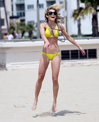 BIKINI MODEL Annalynne McCord Pictures Playing Beach Volly at Hermosa Beach, California