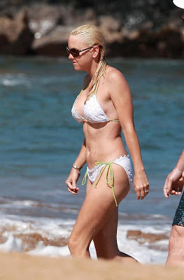 Celebrity Anna Faris bikini beach vacation candids from Hawaii