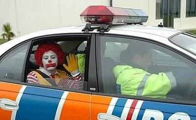 Om akhirnya dibawa ke Kantor Polsek terdekat untuk dimintai keterangan ...