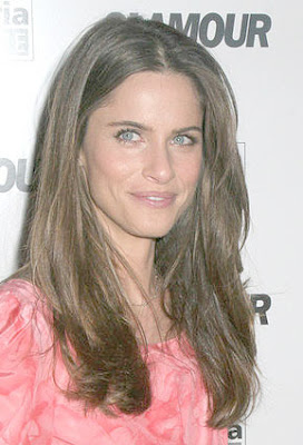 Amanda Peet Fashion Gives Back