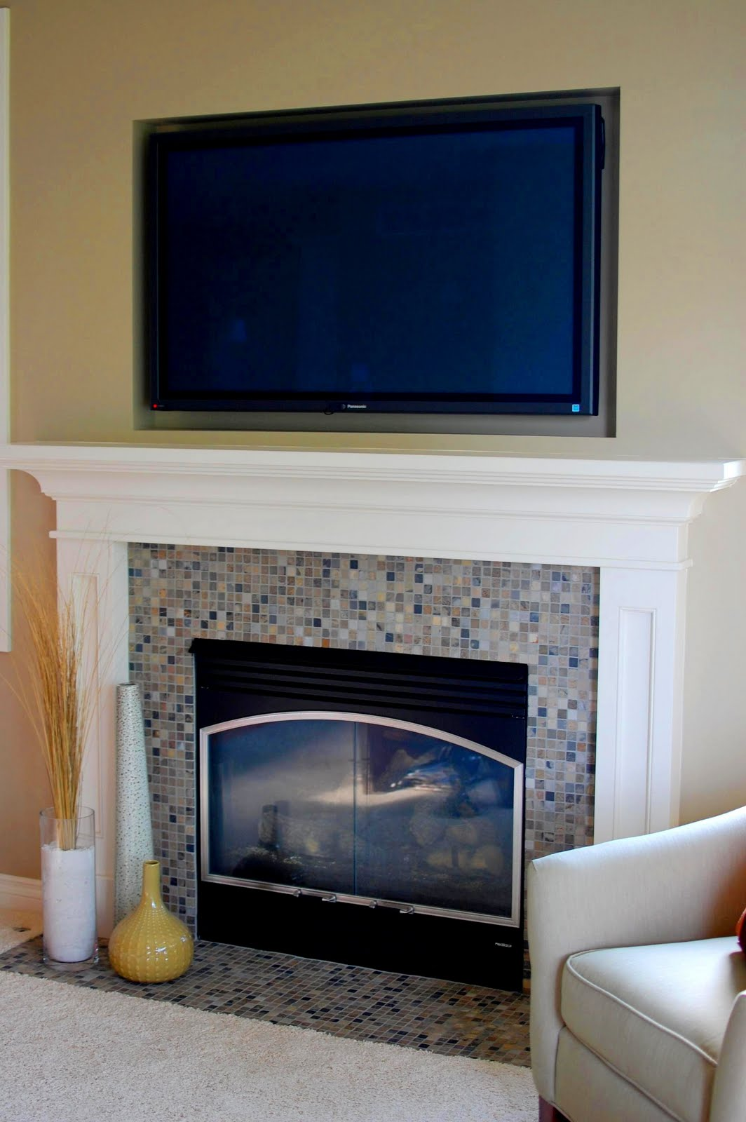 Remodelaholic a day at the beach mantel makeover 33 for Tv over fireplace