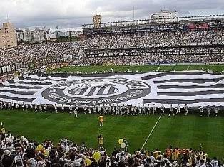 Vila Belmiro em dia de jogo.