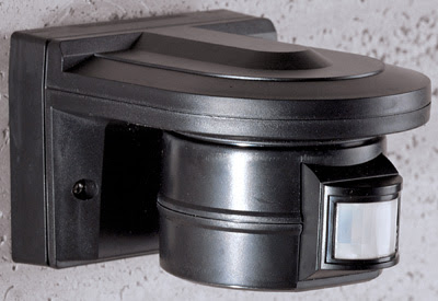 The BB2002 PIR Detector - Black PIR 2KW 10m range, 140 degrees detection wall PIR