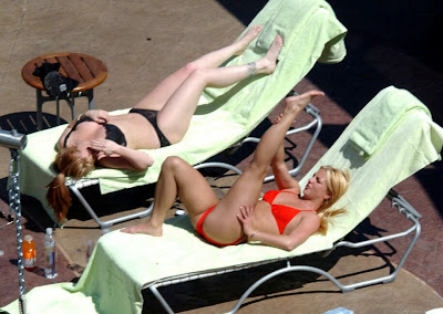 Oops Bollywood Britney Spears In Bikini Showing Her Pussy Lips