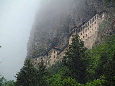 http://4.bp.blogspot.com/_pjiSsvgKIlo/ShLkDPMTH0I/AAAAAAAANNI/AP7oWZU3H0A/s400/sumela_monastery.jpg