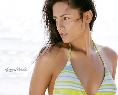 Aruna Shields hot bikini wallpapers. Advertisements: