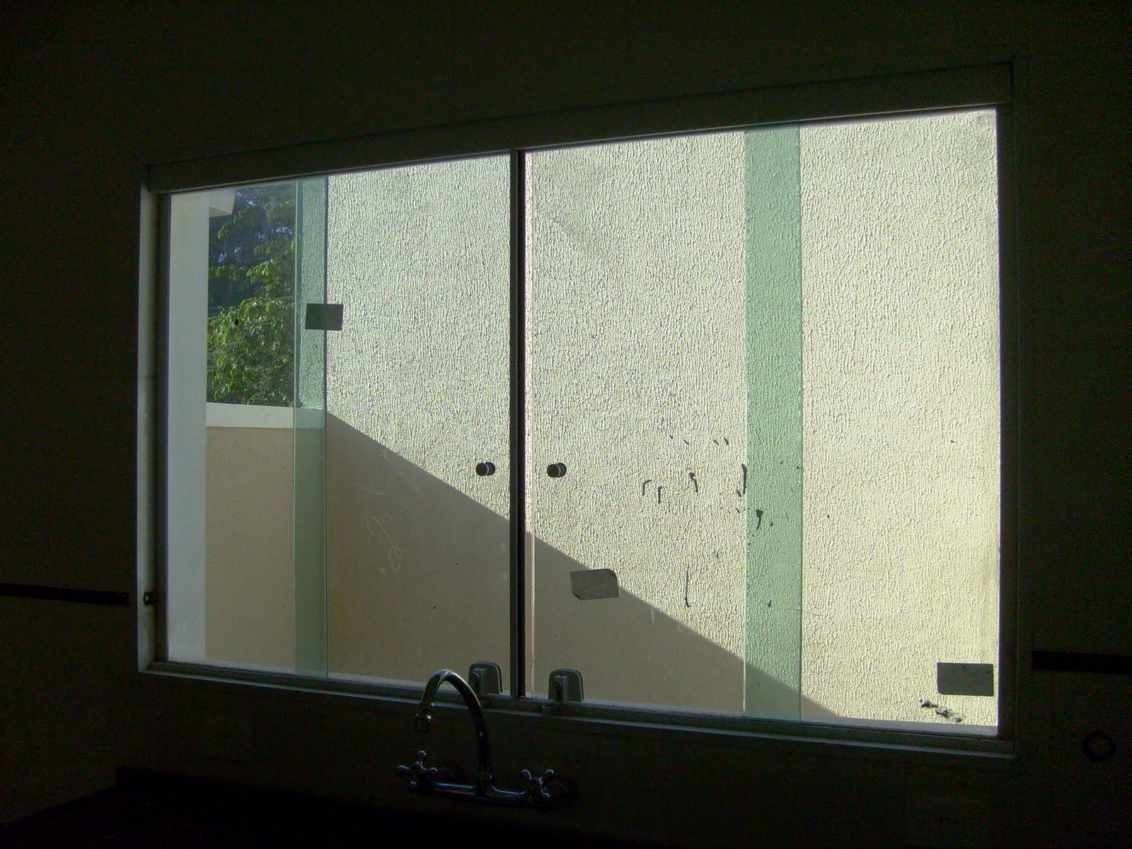 #14160E Mundando de Lar: • Janela de alumínio branco com vidros lisos  420 Janelas De Vidros Gabriel Diniz