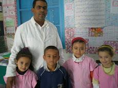 Si Mounir   avec ses élèves