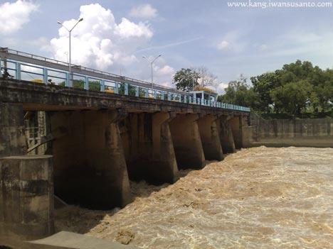 jembatan bendungan rentang