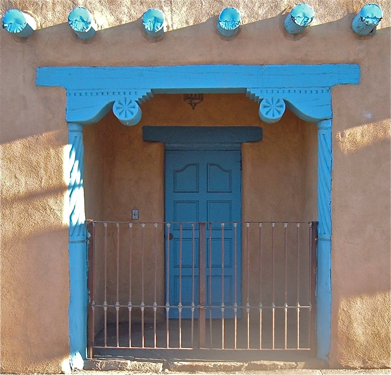 Two Graces Taos : blue doors - pezcame.com