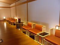 聚楽の間、椅子ファブリックは西陣織。