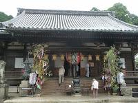 本堂には本尊の十一面千手千眼観世音菩薩像が安置してある