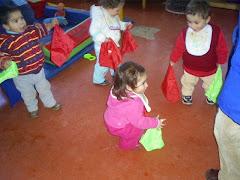 bailando con pañuelos