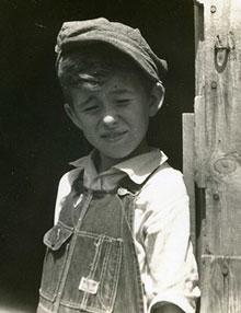 O baroniense de vila nova da baronia apenas um rapaz do for O rapaz a porta