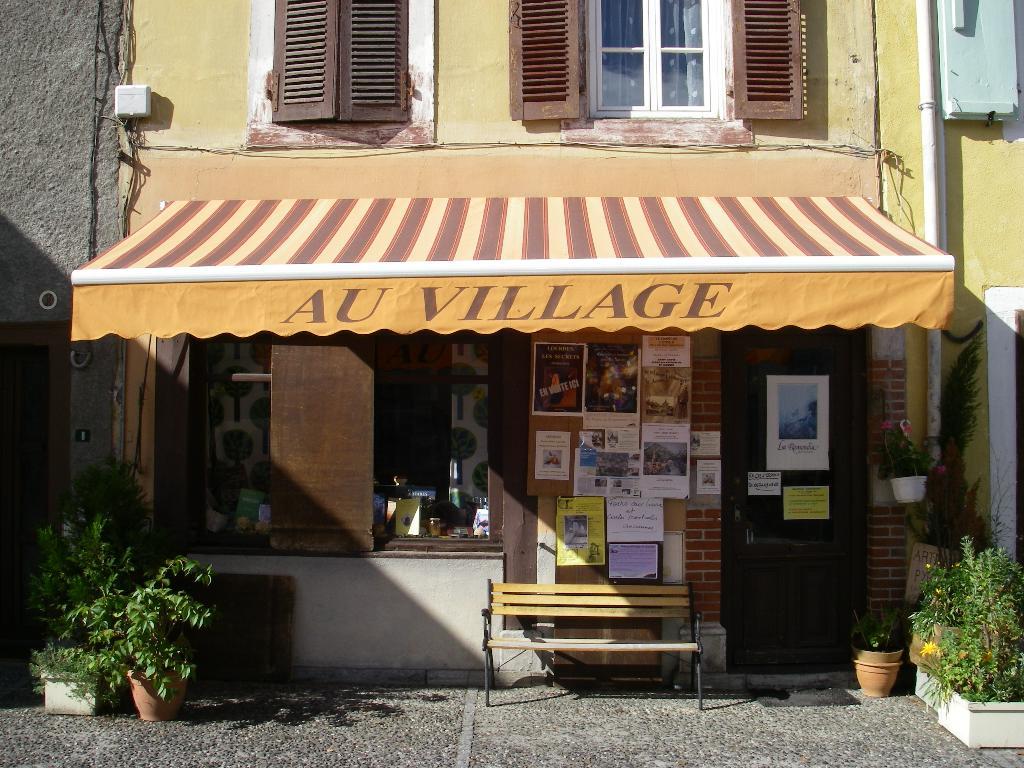 [Au+village.JPG]
