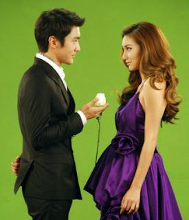 Foto romantis Choi Siwon SUJU dengan gadis Thailand