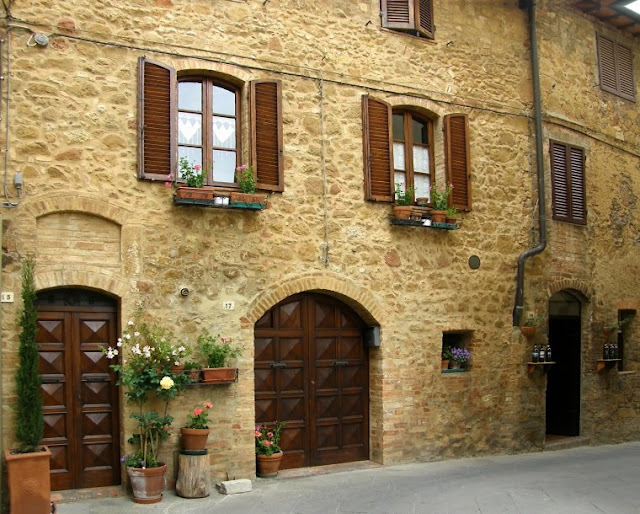 Decorando e arquitetando toscana e sua arquitetura for Fachada casa clasica