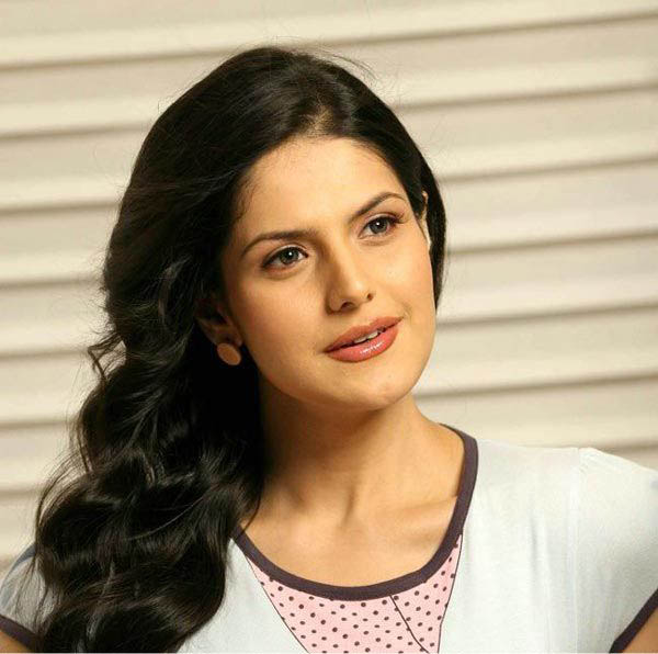 wallpapers of zarine khan in veer