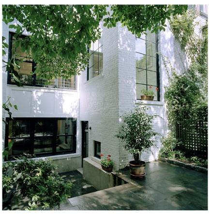 A life 39 s style great small yard round up for Small townhouse gardens