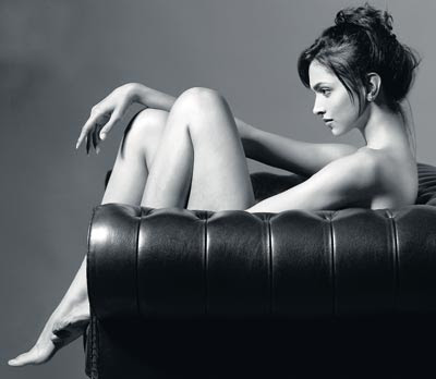 Whether Deepika Padukone is totally nude or partly, it can't be known but ...