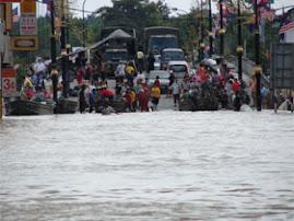 Kesesakan yang berlaku akibat daripada banjir...