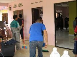 kerja-kerja membersihkan rumah selepas banjir...