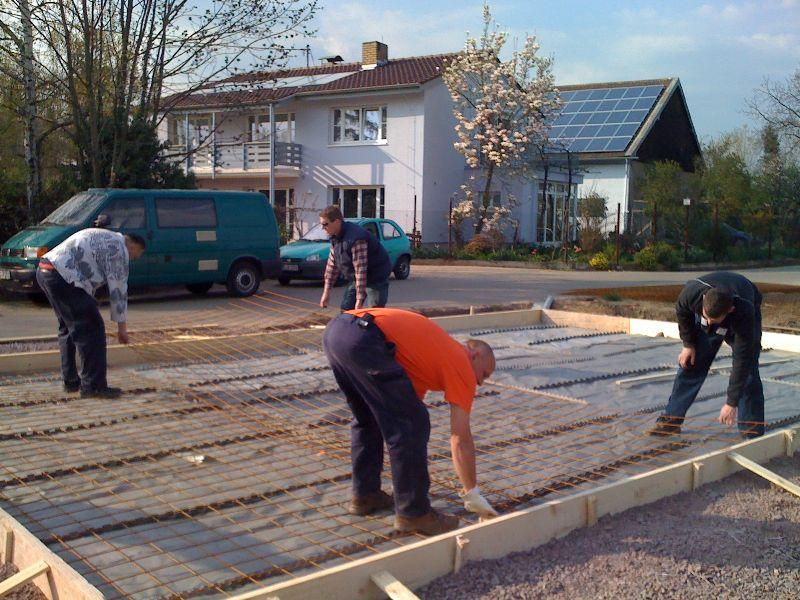 wir bauen ein gussek haus die bodenplatte der garage ist fertig. Black Bedroom Furniture Sets. Home Design Ideas