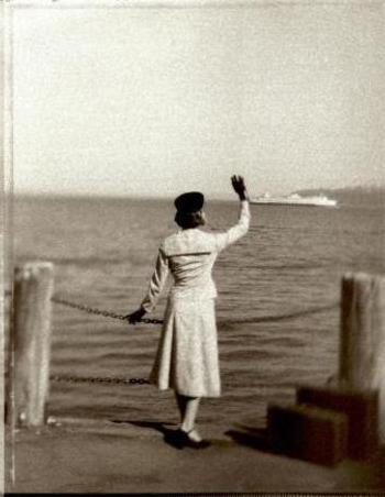 Resultado de imagen de mujer diciendo adios