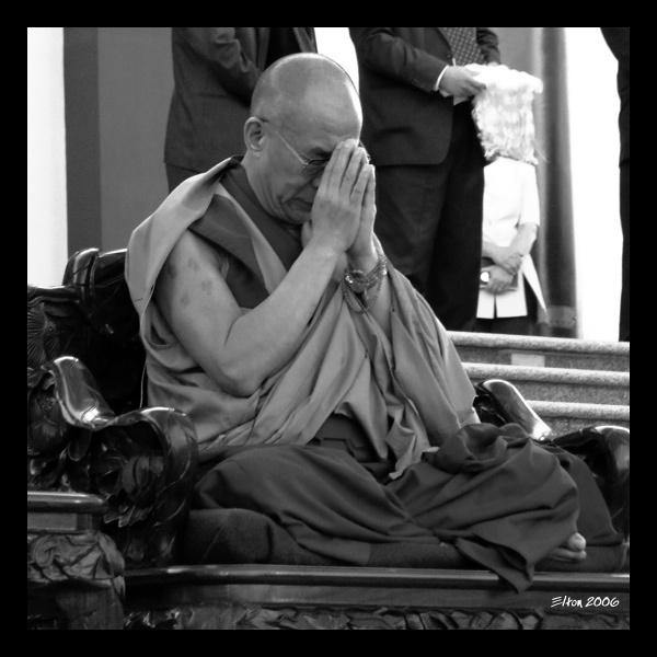 http://4.bp.blogspot.com/_q4oWqPBhpk8/S_CQsLvxrHI/AAAAAAAAAD8/5xD-Wh3aVrE/s1600/Avalokitesvara-Dalai-Lama-Elton-Melo-Buddhism.jpg