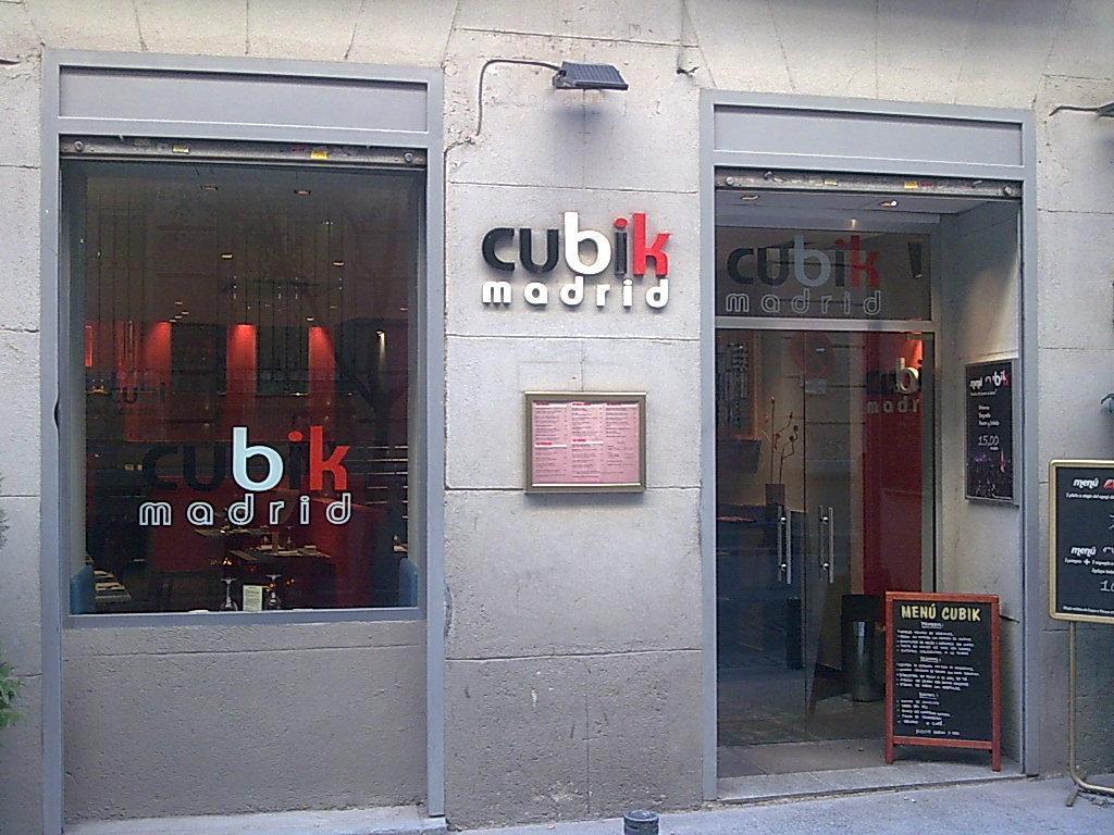 Cocina creativa restaurante cubik madrid de mis for Puertas de cocina de restaurante