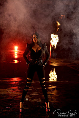 Imagen de una modelo en el rodaje del video de Fire Flame Remix del disco Like Father, Like Son II
