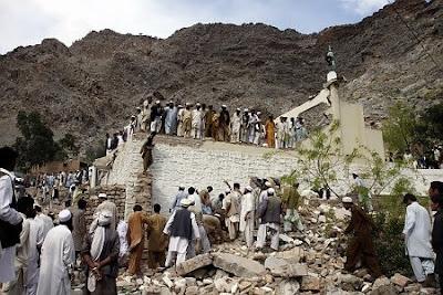 Bomb blast near mosque in Pakistan