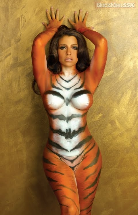 Entertaining vida guerra tiger body paint removed