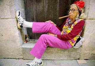 http://4.bp.blogspot.com/_qBy9Wtum_Vc/SdJuc1NADkI/AAAAAAAADj0/HDR_XgneZb0/s320/old-lady-smoking-cigar.jpg